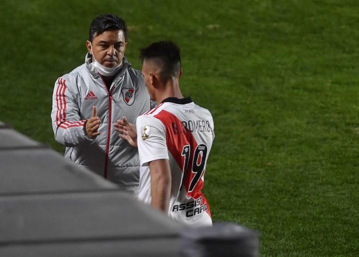 Gallardo felicita a Romero por su actuación. Fotobaires.