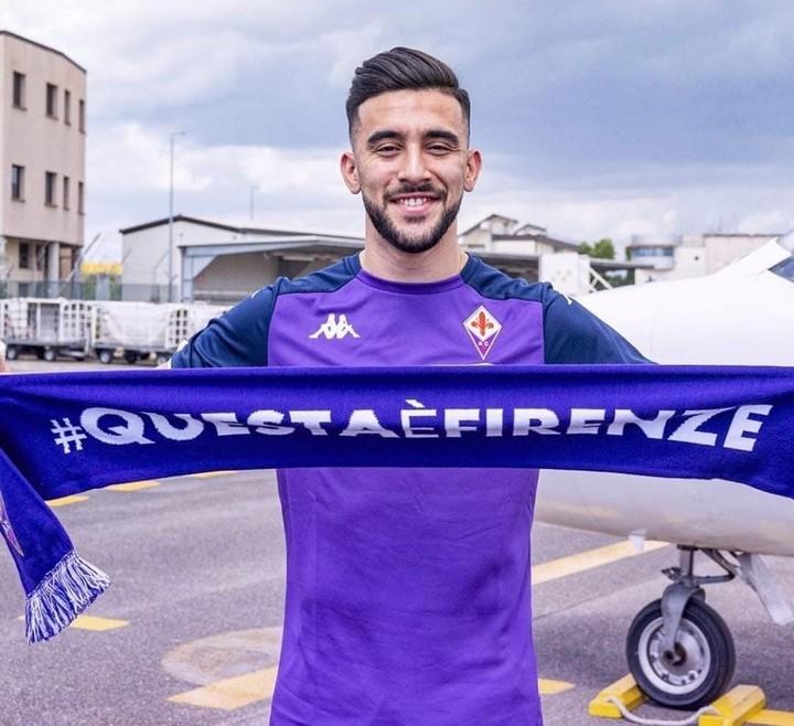Nico González with his new club (Instagram Fiorentina).