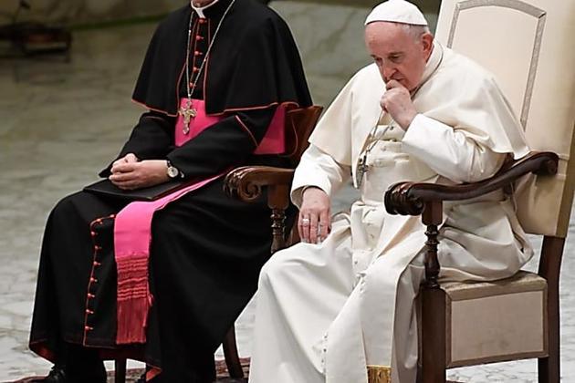 Vatican: le secrétaire de Benoît XVI écarté de l'entourage du pape François