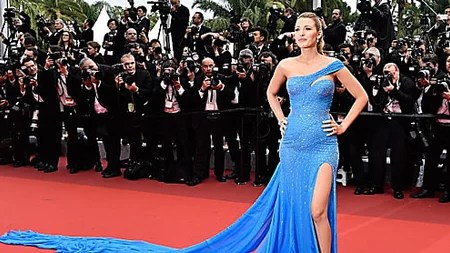 [pics]Her Dress Made People Go Nuts On The Red Carpet, People Couldn't Stop Staring