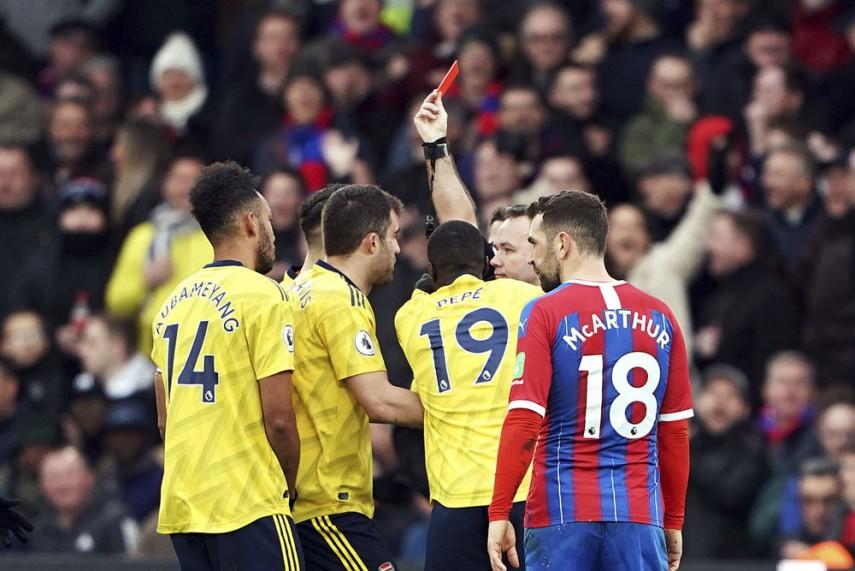 Aubameyang Sees Red As 10 Man Arsenal Hold Crystal Palace