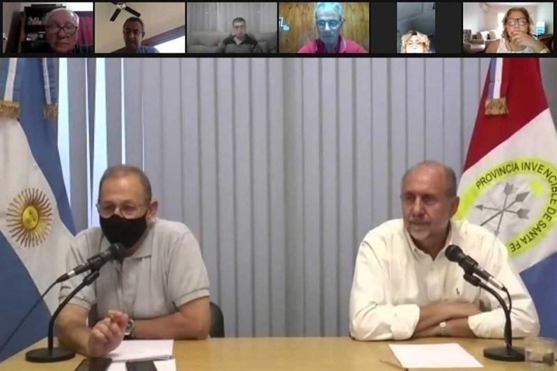 El ministro Corach y el gobernador en la imagen de la sala virtual con intendentes.