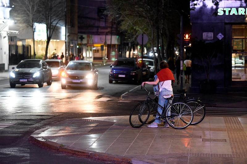 Desde las 21 de mañana no podrán circular autos y motos.
