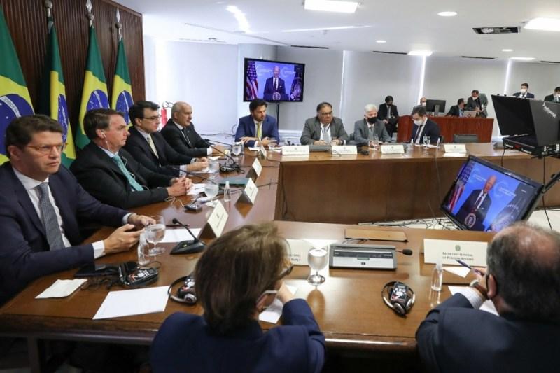 Bolsonaro (2ndo izq.) y parte de su gabinete participan en la cumbre climática virtual. (Fuente: EFE)