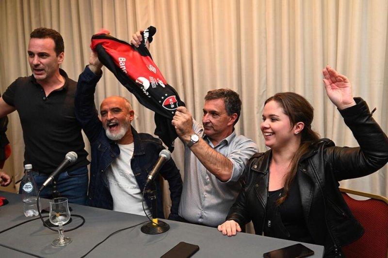 Astore y el vicepresidente Allegri durante la conferencia de prensa tras el triunfo. (Fuente: Sebastián Granata)