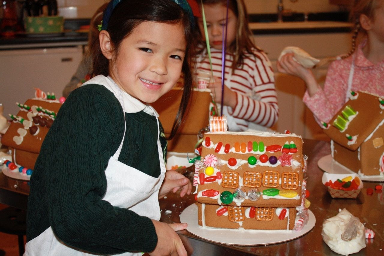 How To Make A Gingerbread House In 3 Easy Steps