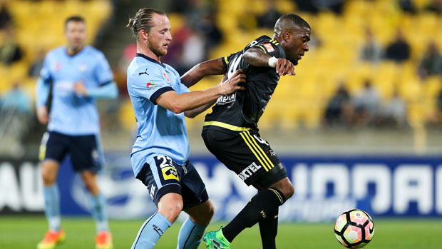 Sydney FC defender Rhyan Grant challenges for the ball with Phoenix midfielder Roly Bonevacia.