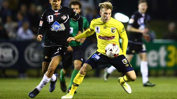 New recruit Andrew Hoole in action for Central Coast Mariners in the Westfield FFA Cup.