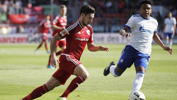 Mat Leckie has signed with German Bundesliga club Hertha Berlin.