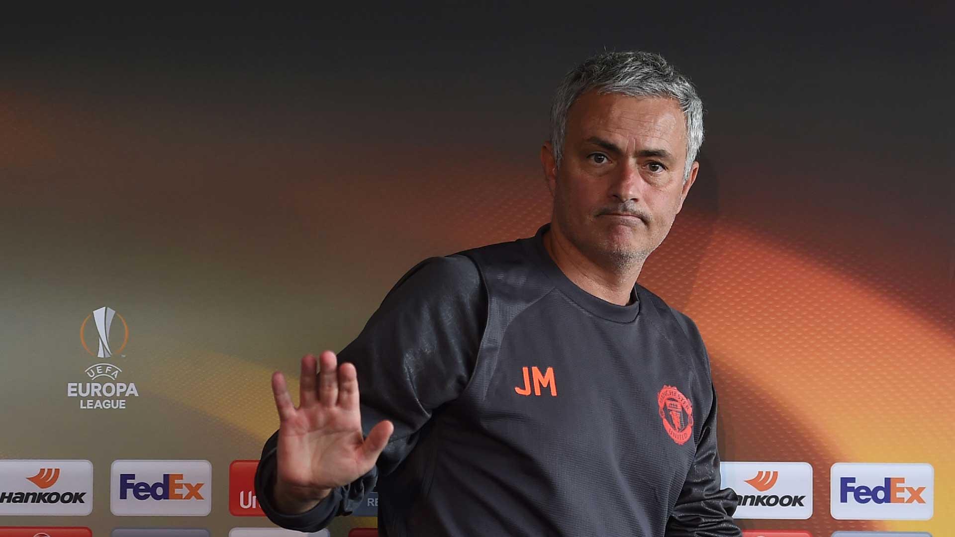 Mourinho apologises to Man Utd fans for Chelsea mauling