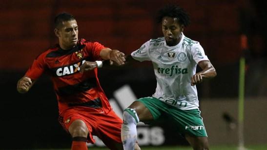 Sport 1 x 3 Palmeiras – Põe na conta do Oswaldo. Diego até que tentou, mas foi em vão. (Foto: goal.com)