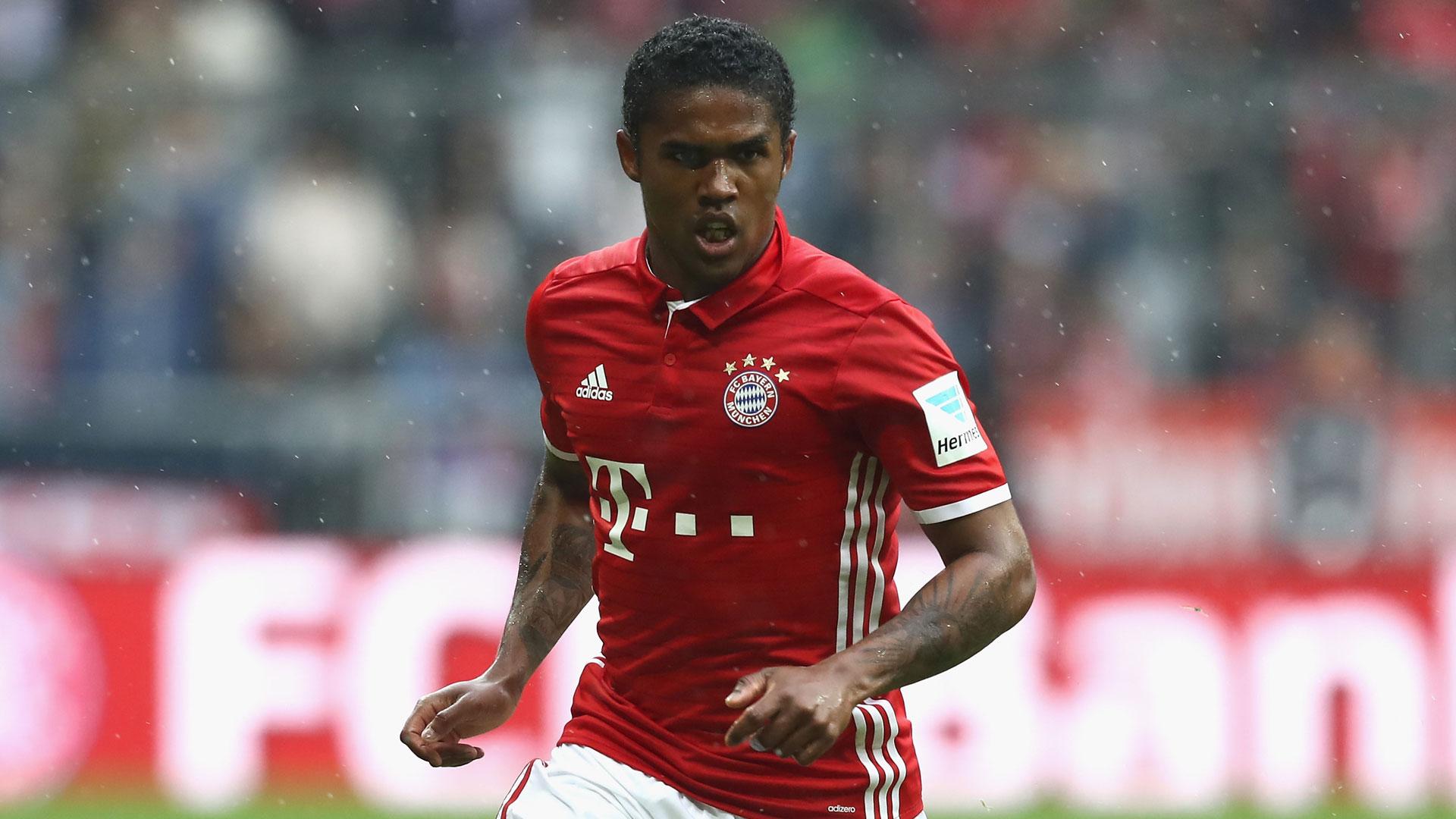 Douglas Costa se lesiona novamente e desfalca Bayern e Seleção Brasileira