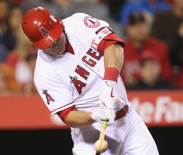 Angels Mike Trout Expected To Be Ok After Taking Pitch To Hand Mlb Sporting News