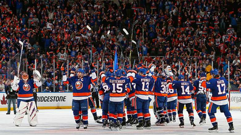 Stanley Cup playoffs roundup: Islanders stave off elimination; Blackhawks, Flames close out ...