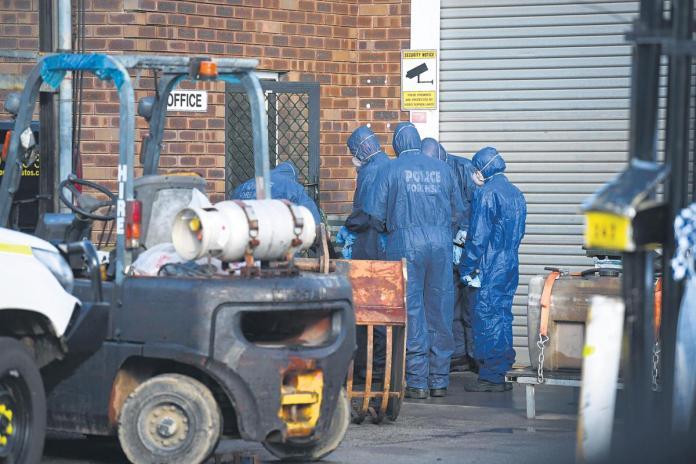 Les détectives d'homicide enquêtent sur le décès d'une femme dans une entreprise de Treasure Road à Welshpool.