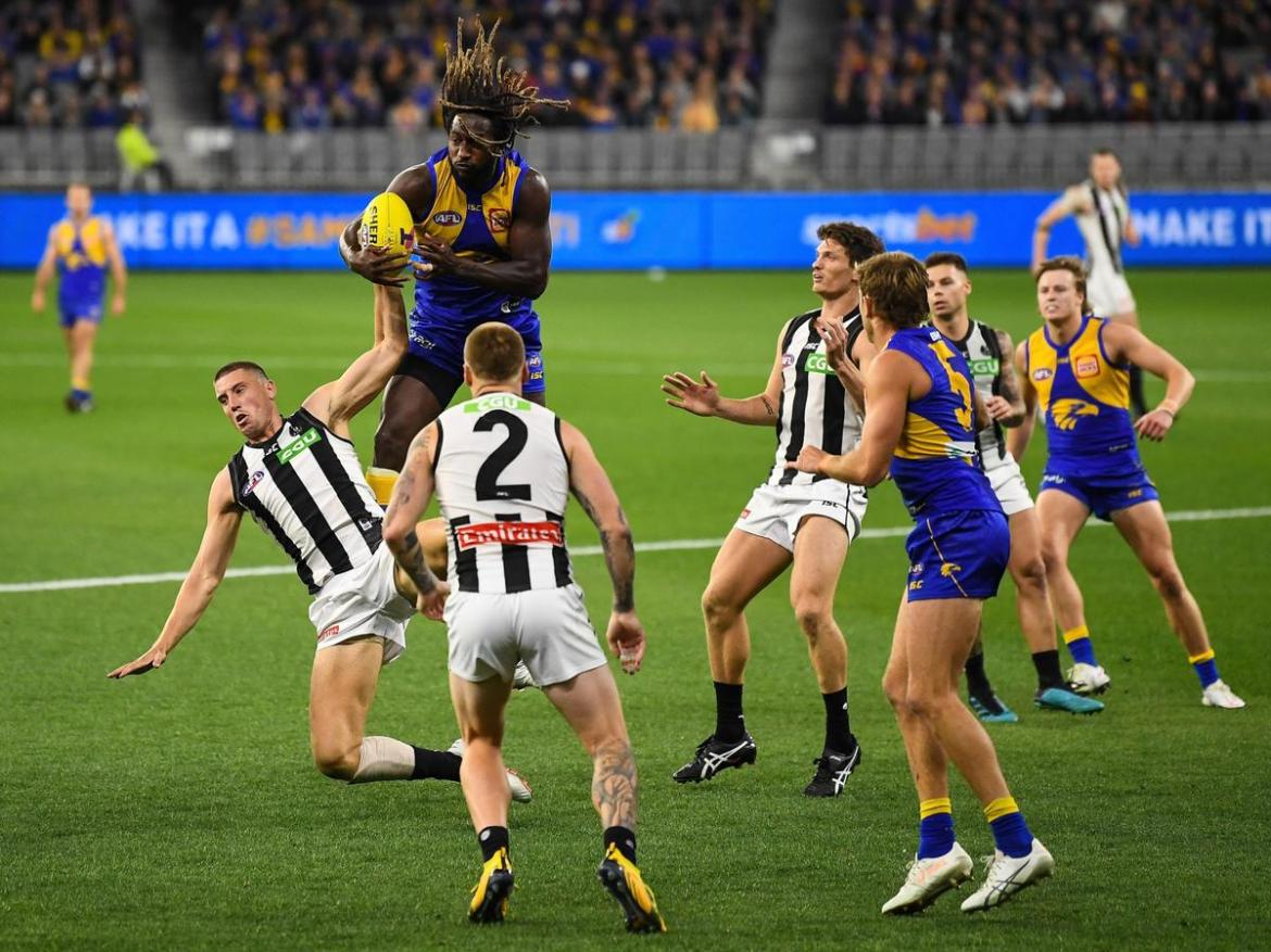 Nic Naitanui of the Eagles rises for a mark during the 2020 AFL First Elimination Final.