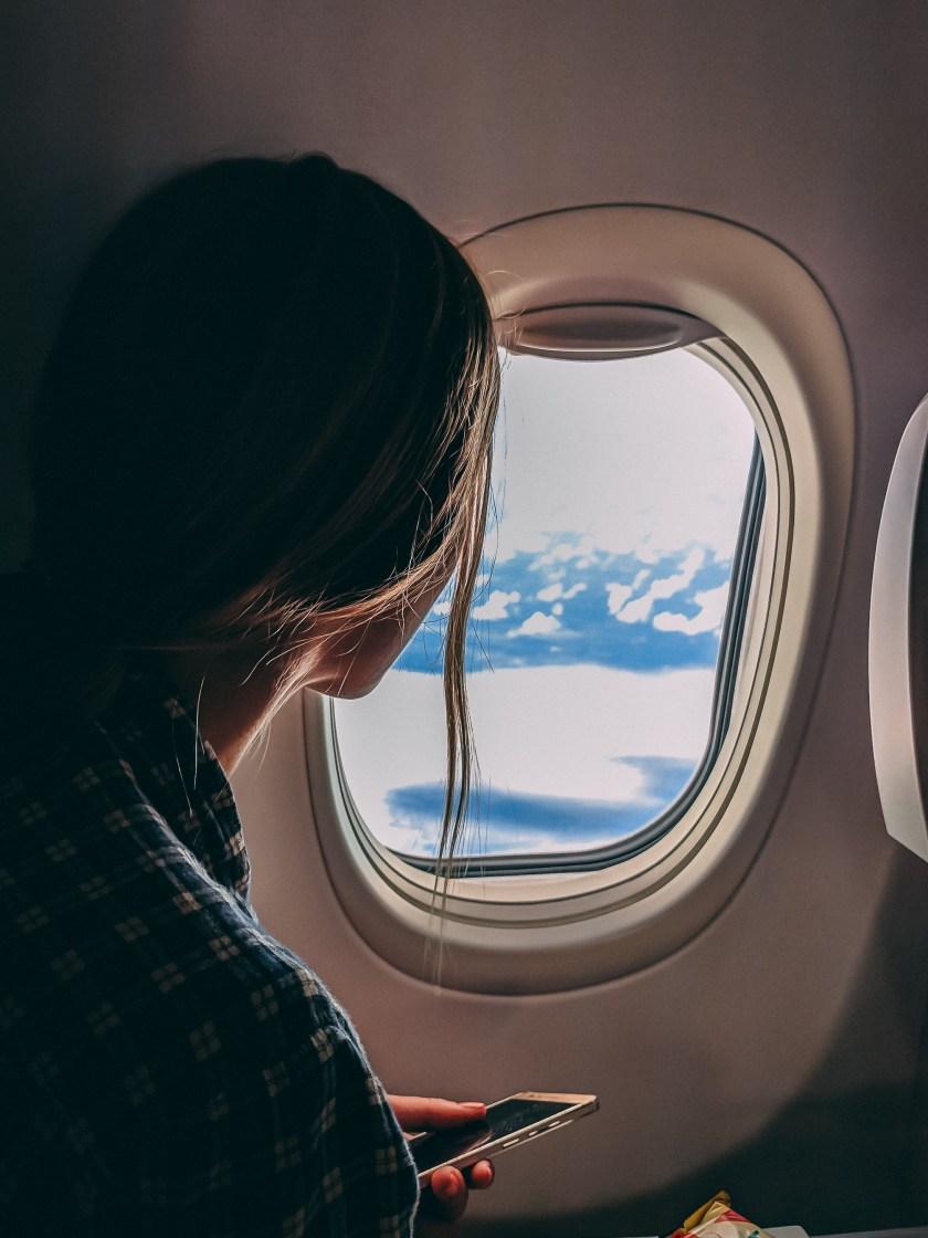 Uçağa Binme Akıllı Telefon Tutan Kişi