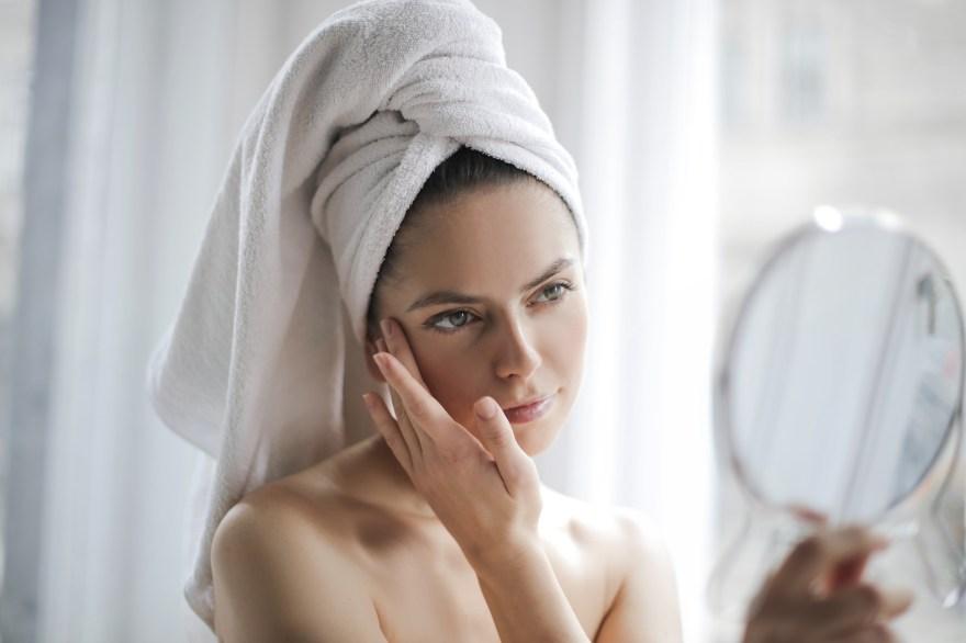 acne no rosto pode ser prevenido com dieta