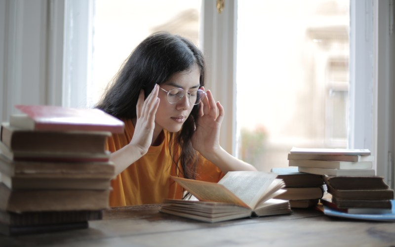 girl-with-glasses-thinking