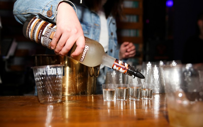 bartender-pouring-alcohol
