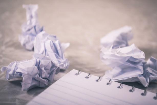 くしゃくしゃ, ゴミ, しわくちゃの紙の無料の写真素材
