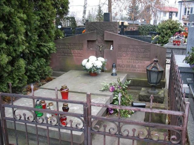 Znalezione obrazy dla zapytania: wacław kowalski grób