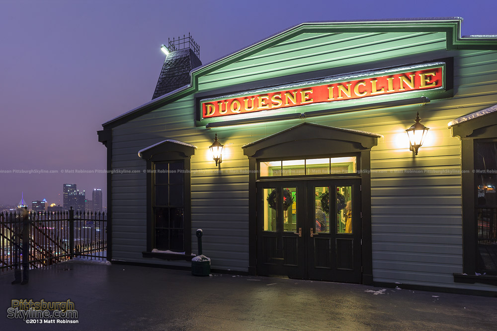 Upper building of the Duquesne Incline at night