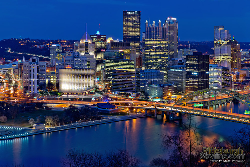 Downtown Pittsburgh at night 2015