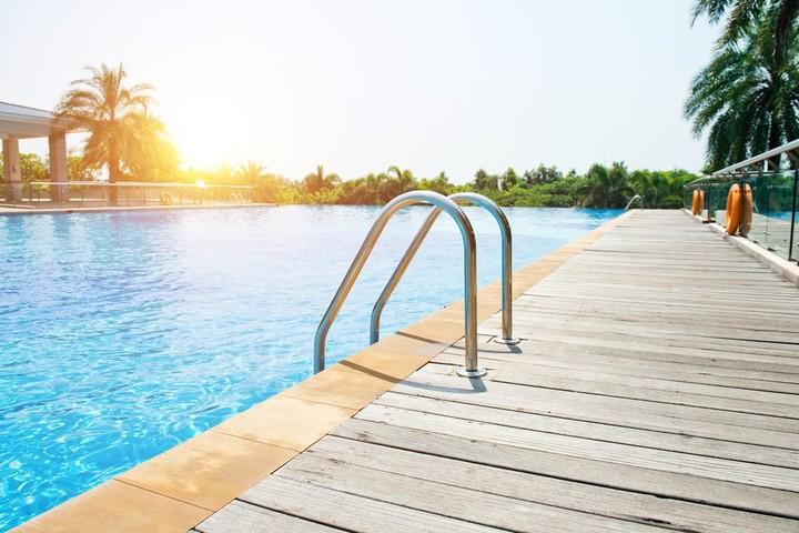terrasse piscine abri de jardin