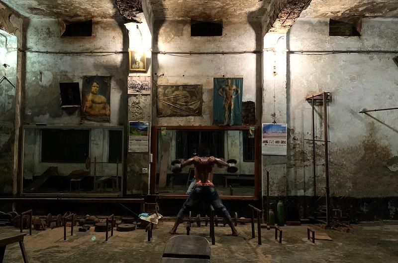 আইফোন টেনএস স্মার্টফোনে 'দ্য ওল্ড জিম' নামের ছবিটি ঢাকায় তোলেন তিনি