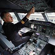 https://i2.wp.com/images.publicradio.org/content/2007/11/21/20071121_airbus_pilot_73665861_18.jpg
