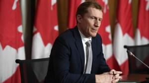 «C'est peut-être le début de la fin» de la pandémie, affirme le ministre Miller