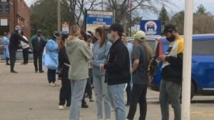 Les citoyens de Toronto se démènent pour trouver des vaccins