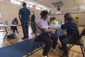 Les cliniques de vaccination temporaires se multiplient en Alberta