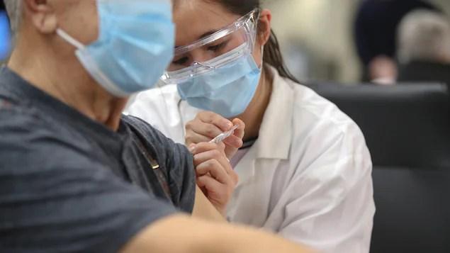 Une association d'aînés dénonce la priorité de vaccination des jeunes au N.-B.