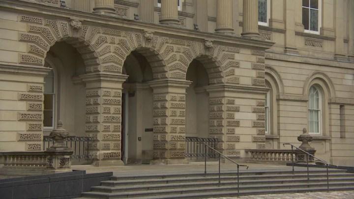 On voit l'entrée de la Cour d'appel de l'Ontario à Toronto.