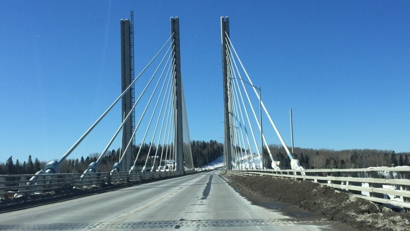 A bridge, seen from the road used by motorists.