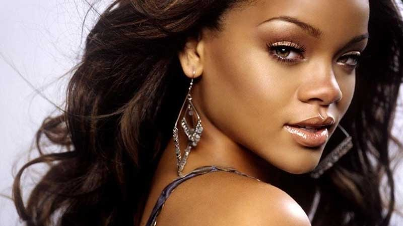 She Looks Interesting Kinda How Rihanna Is Not Your Run Of The Mill Conventional Hot But She Is Interesting Looking Imo
