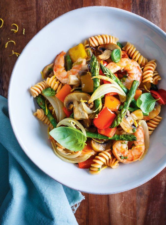 Pâtes aux légumes et aux crevettes | Ricardo