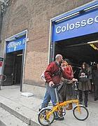 In bici sui treni della metrò: la stazione Colosseo (Proto)