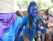 Un costume da Avatar alla parata dell'Europride (Italyphoto)