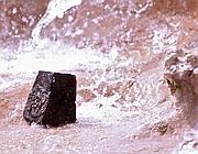 Il sampietrino lanciato contro la Fontana di Trevi (Jpeg)