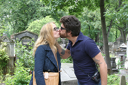 Julie Delpy and Adam Goldberg in Delpy's Two Days in Paris