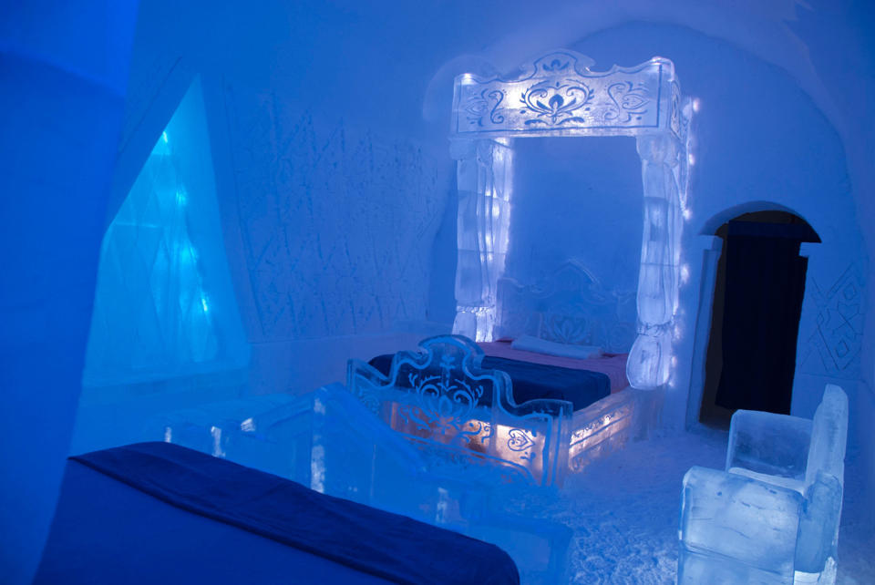 """photos] an ice hotel created a bedroom just like the one in """"frozen"""""""