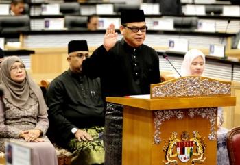 Hasil gambar untuk Senator Hanafi Mamat