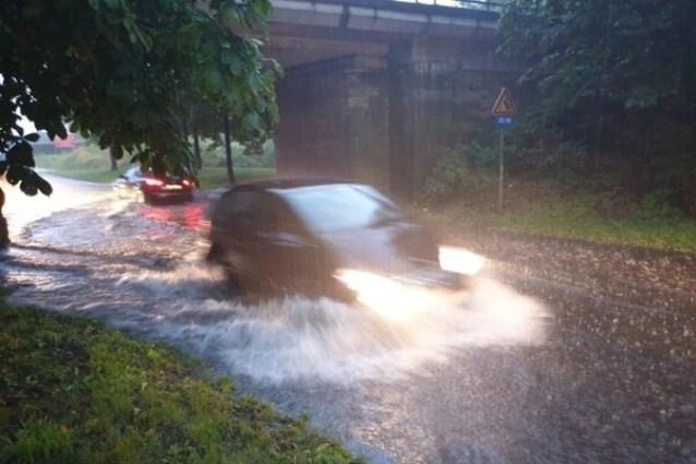 Onweer houdt lelijk huis in provincie Antwerpen: straten blank, kelders onder water, voetbalwedstrijd stilgelegd