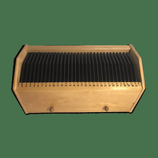 range cd audio 32 cases simples bois clair avec un tiroir vintage selency
