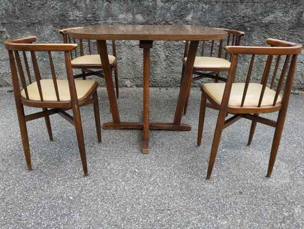 table et chaises encastrable thonet annees 60 selency