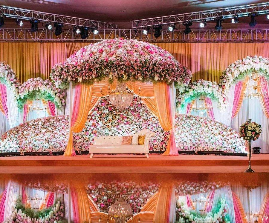 Pin by Yagyaswori Raje on Stage | Wedding stage ...