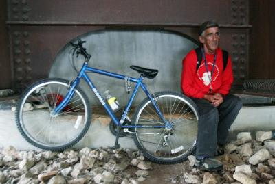 Bike Shop Helps Out Homeless Man With New Mountain Bike